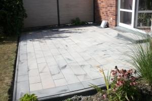 Terrasse aus Betonflaster Garten und Landschaftsbau Pflanzen-Discounter24
